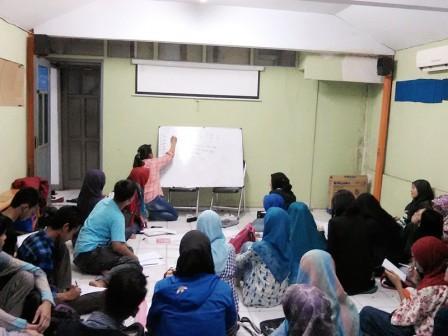 kegiatan belajar bahasa (clubbing)